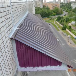 Готовая металлическая скатная крыша балкона